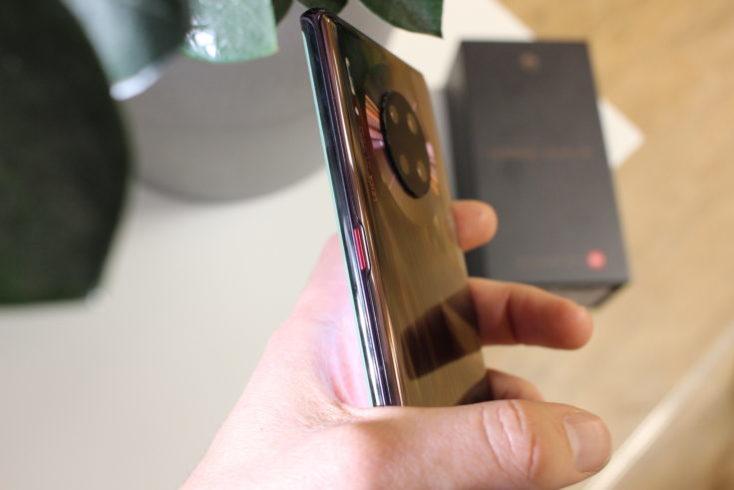 Botón de encendido en el lateral del Huawei Mate 30 Pro