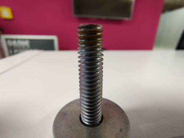 Foto de un tornillo con la ultra gran angular