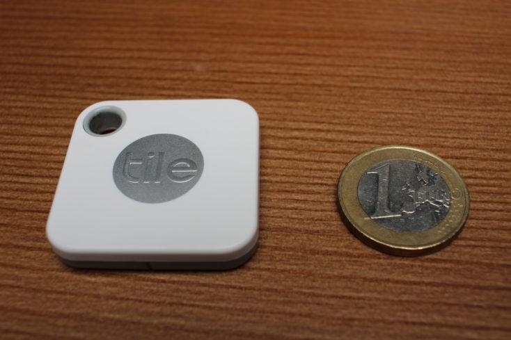 Tile Mate al lado de una moneda de 1 Euro