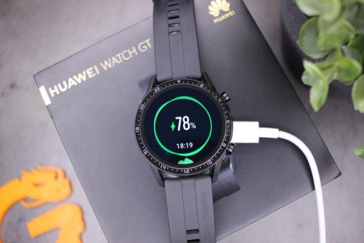Cargando la batería del smartwatch Huawei Watch GT 2