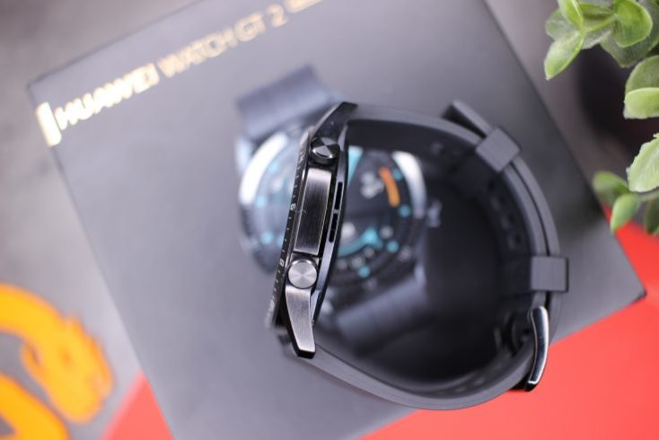 Lateral y botones del smartwatch Huawei Watch GT 2