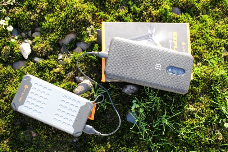 Batería externa Novoo Explorer-Bateria externa Novoo Explorer cargando con el OnePlus 6T