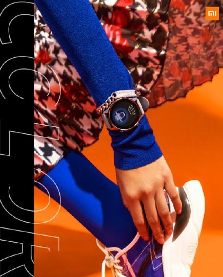 Foto del Xiaomi Mi Watch Color en la muñeca de una mujer