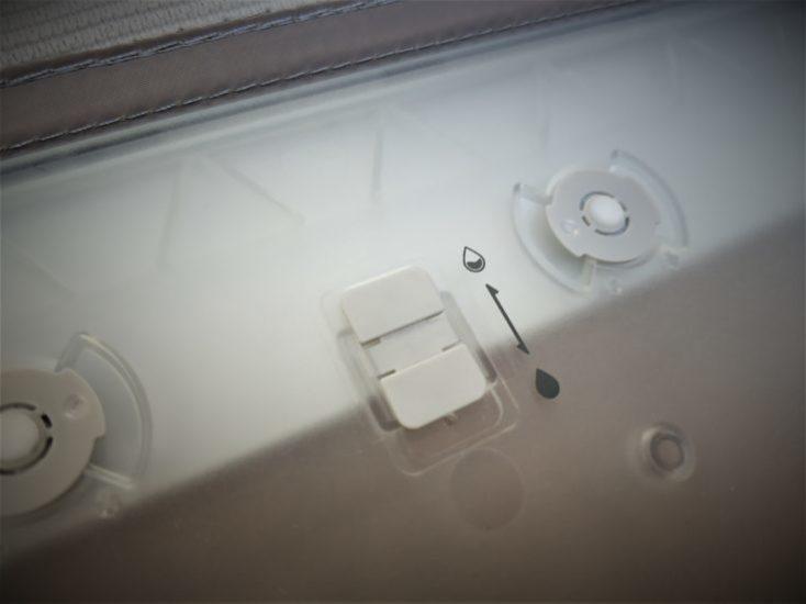 Boton regulador del caudal de agua que sale del depósito