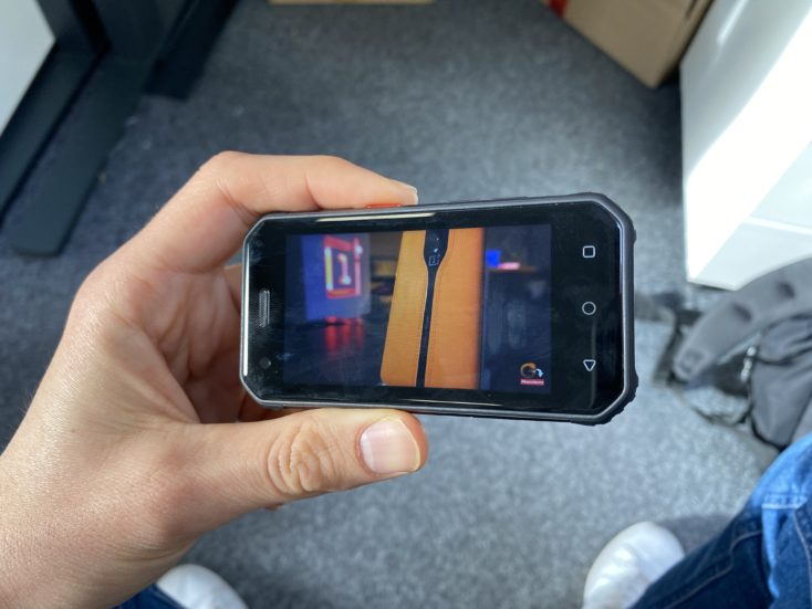 Viendo un vídeo de Youtube con el Mini smartphone Servo S10 Pro