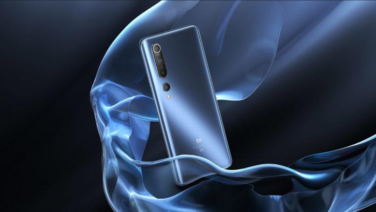 Dorso del Xiaomi Mi 10 en azul