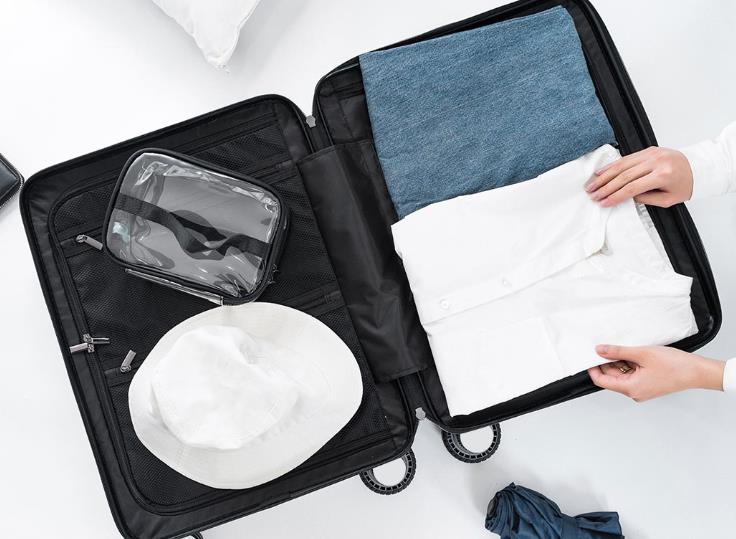 maleta de mano Xiaomi COWAROBOT R1 con cosas dentro