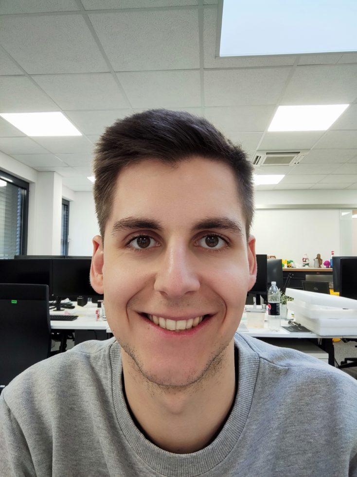 Foto de prueba de Thorben con el modo retrato de la cámara frontal del Xiaomi Mi 10