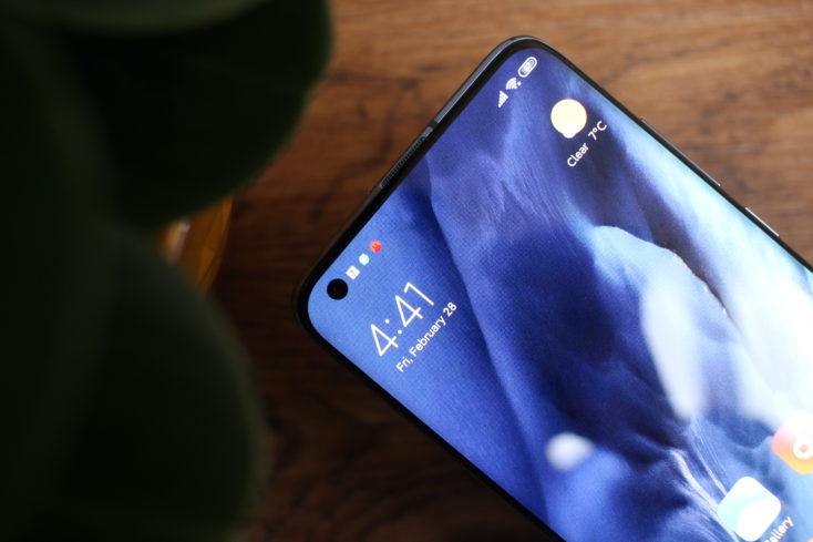 Agujero en pantalla del Xiaomi Mi 10
