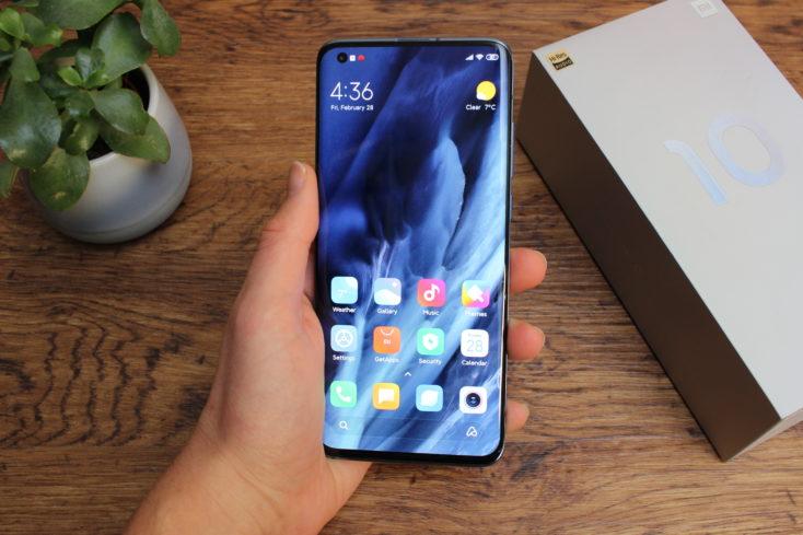 Xiaomi Mi 10 en la mano