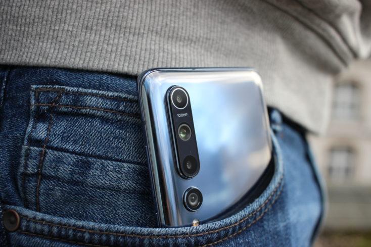 Xiaomi Mi 10 en el bolsillo