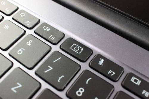 Tecla con el símbolo de la cámara en el teclado del Huawei MateBook D14 AMD 2020