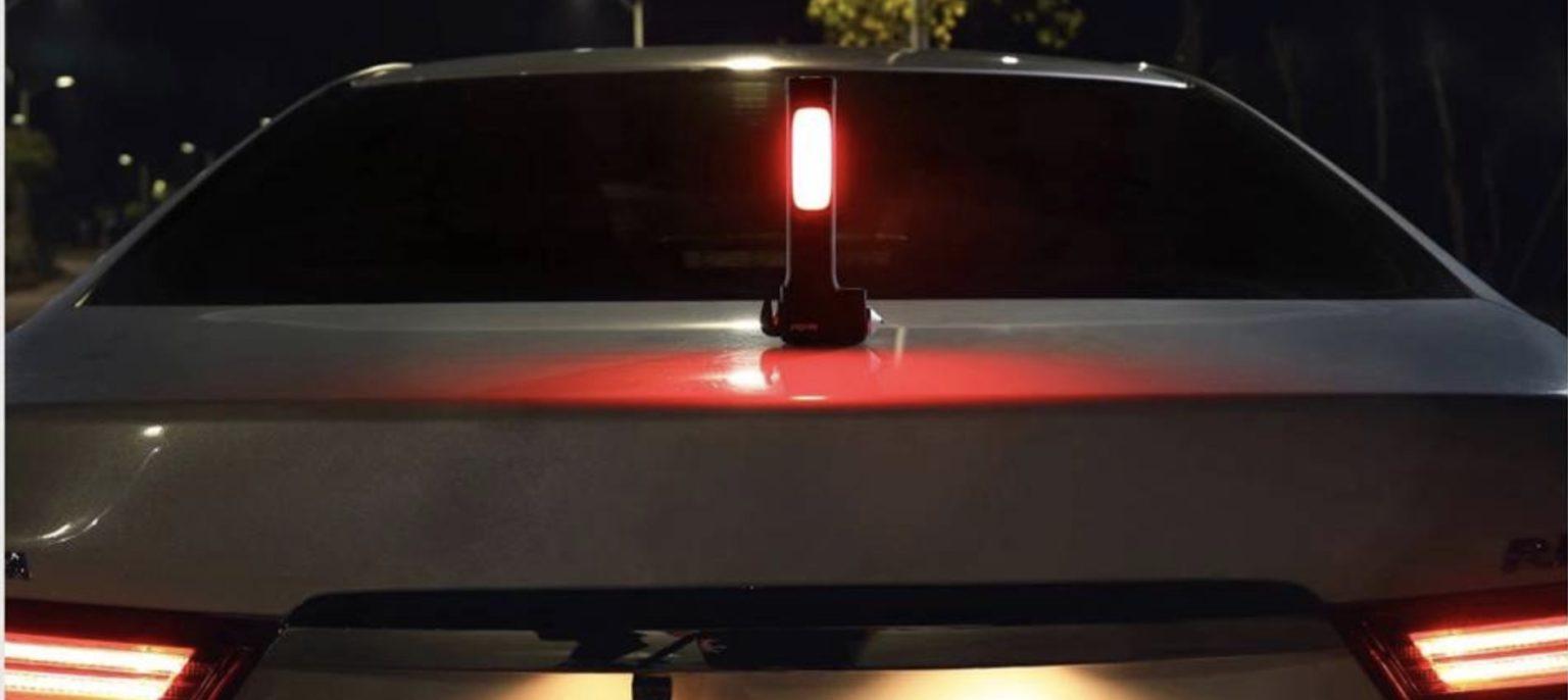 Luz de emergencia del martillo de emergencia multifunción NexTool pegada al maletero