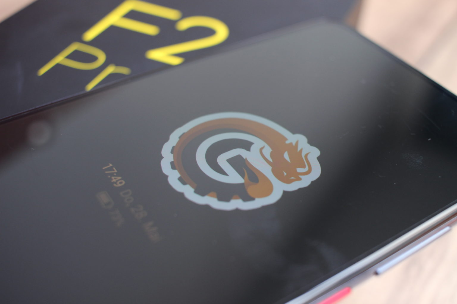 Modo Always On en el Pocophone F2 Pro con el logo de China-Gadgets