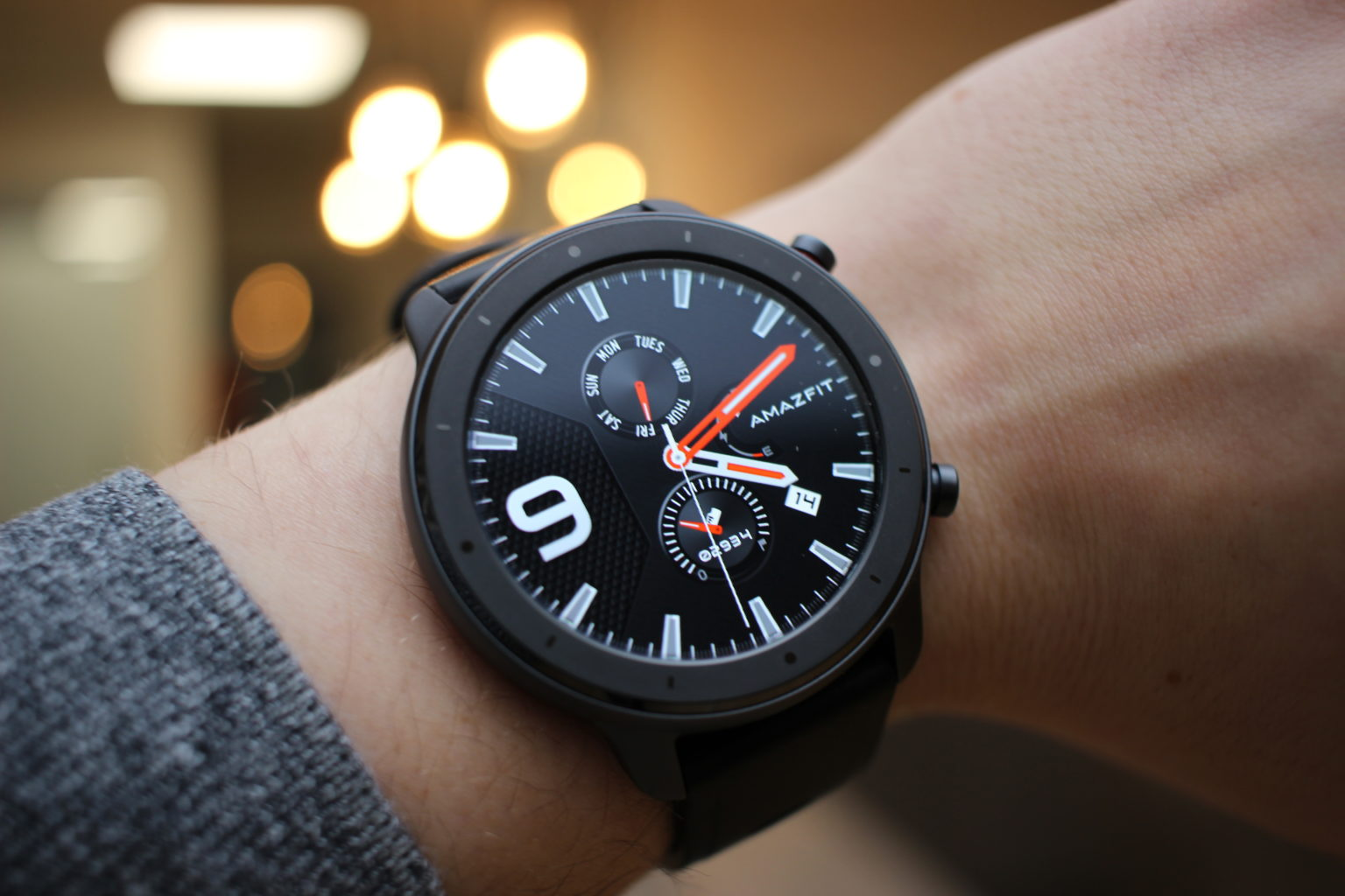 Reloj Inteligente Amazfit GTR Lite en la muñeca