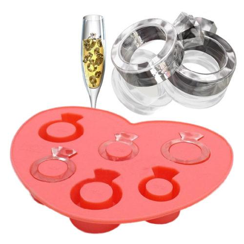 Molde para hielos con forma de anillos de compromiso