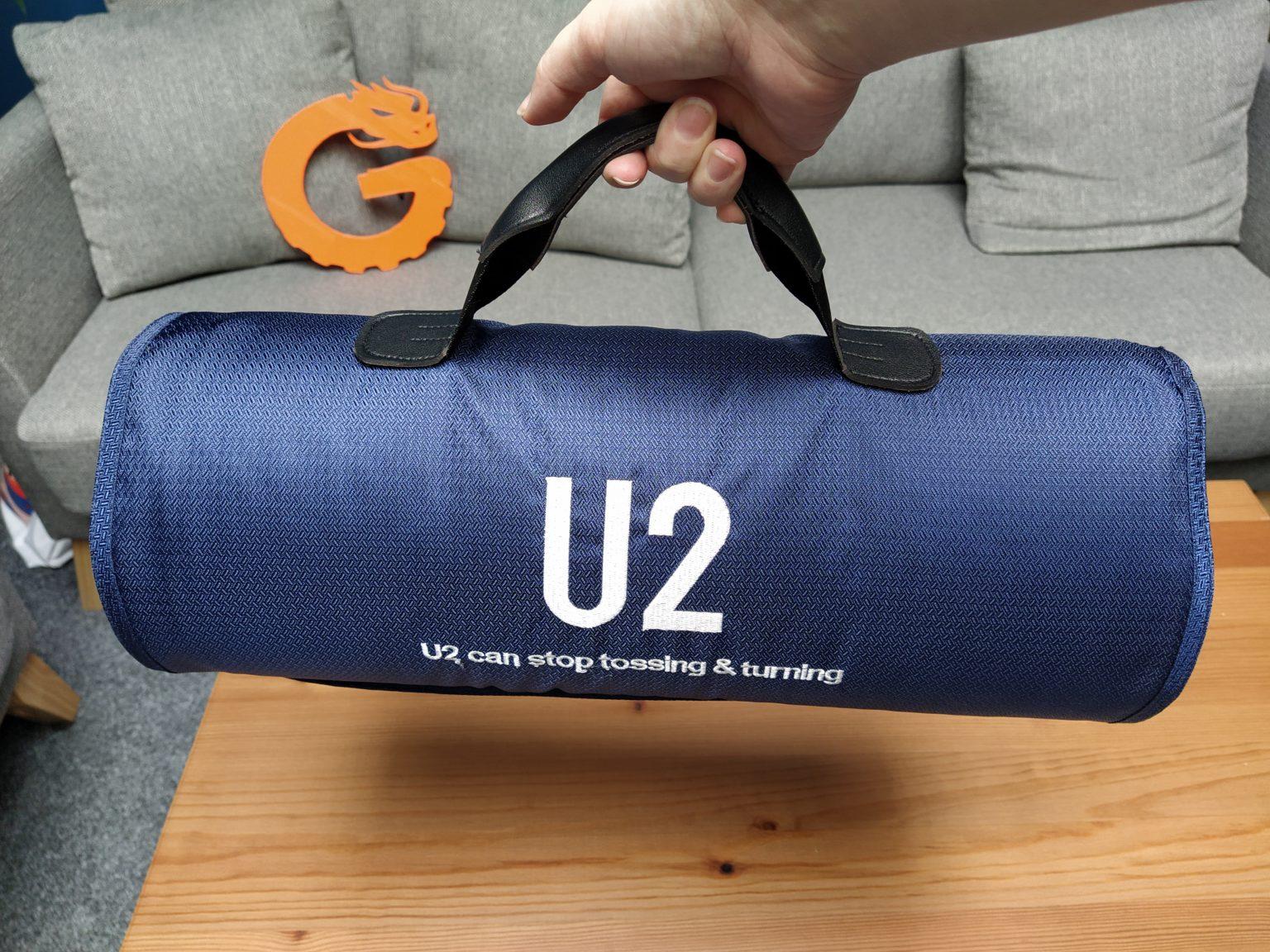 almohada viscoelastica modular de U2 en la bolsa de transporte