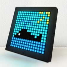 Ballena de PixelArt en el marco con Pantalla LED Divoom Pixoo