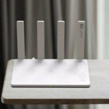 enrutador Honor Router 3 encima de la mesa