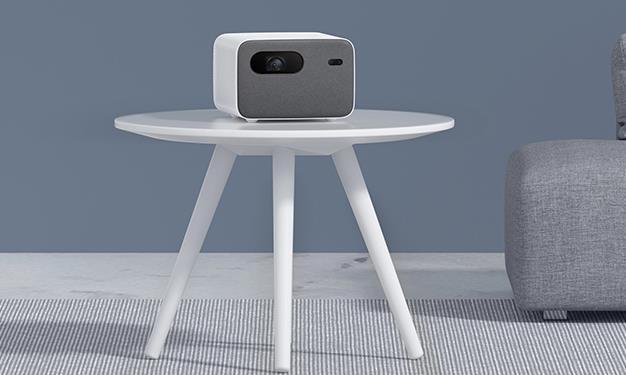 Proyector Xiaomi Mijia Projector 2 Pro encima de la mesa