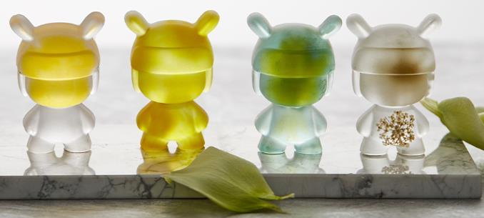 Figuras transparentes con decoración hechas con el molde para hielo con forma de Xiaomi Mi Rabbit
