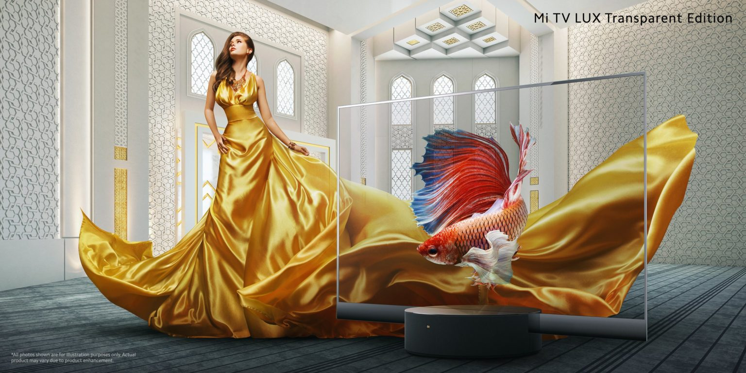 Poster publicitario de la televisión transparente Xiaomi Mi TV Lux Trransparent Edition con un pez