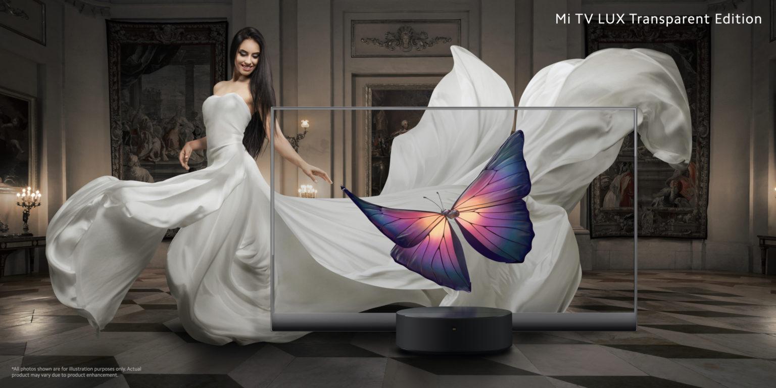 Poster publicitario de la televisión transparente Xiaomi Mi TV Lux Trransparent Edition con una mariposa