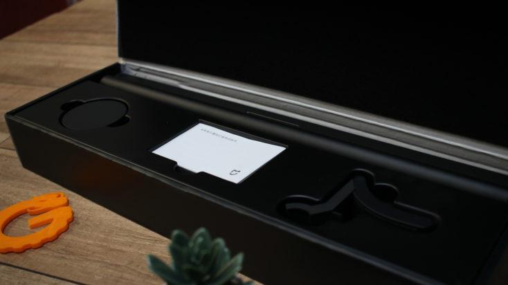 Interior de la caja de la lámpara para monitor de Xiaomi y sus accesorios