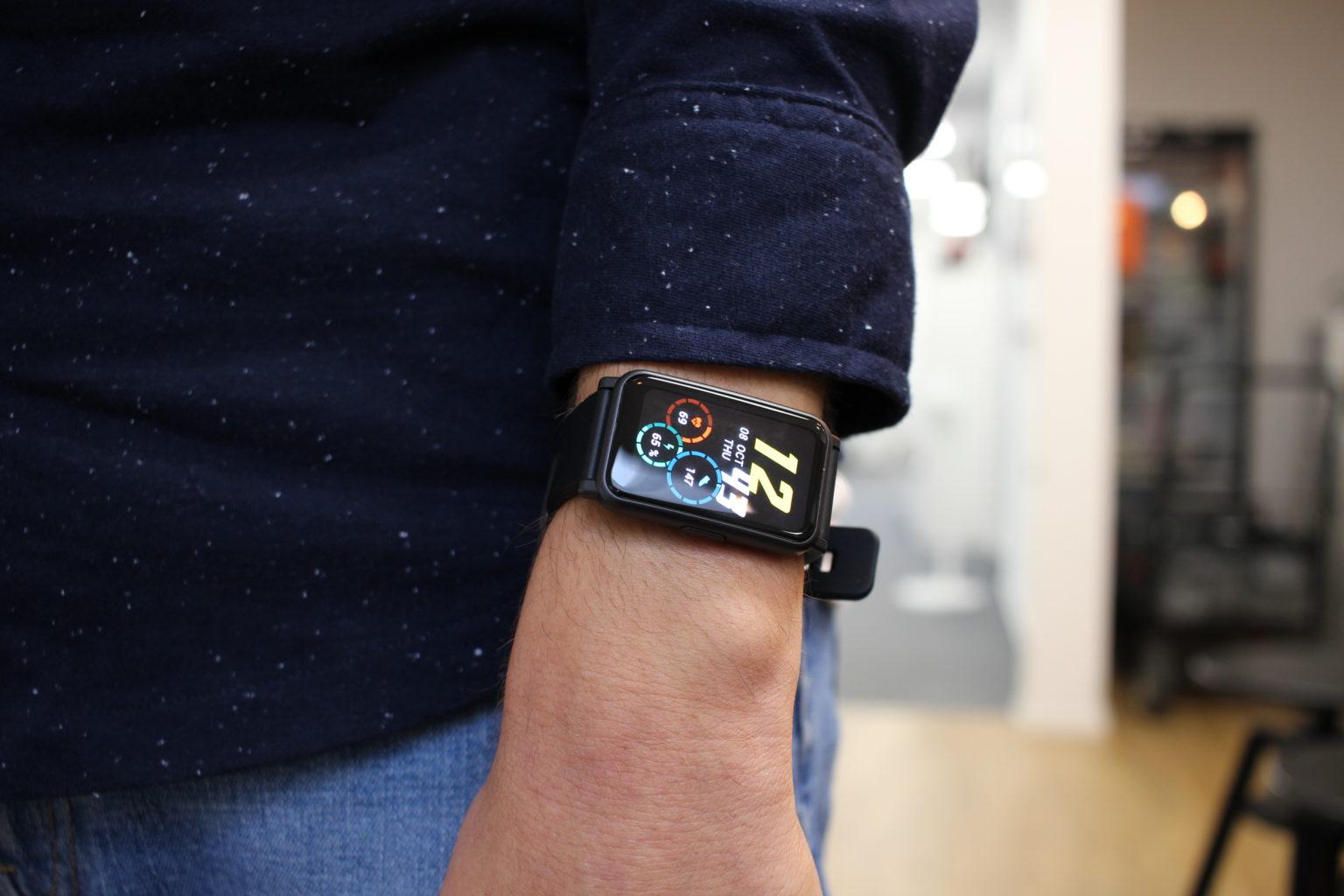 Smartwatch Honor Watch ES en la muñeca