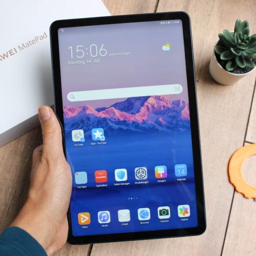 Tablet Huawei MatePad en posición vertical