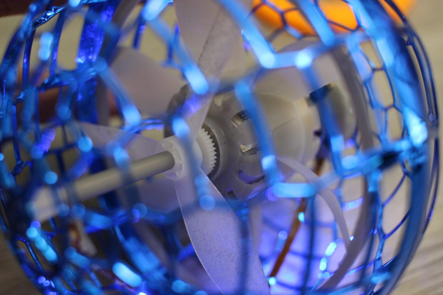 Motor y hélices en el interior de la