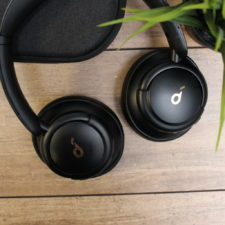 Diseño de los auriculares bluetooth over-ear Soundcore Life Q30