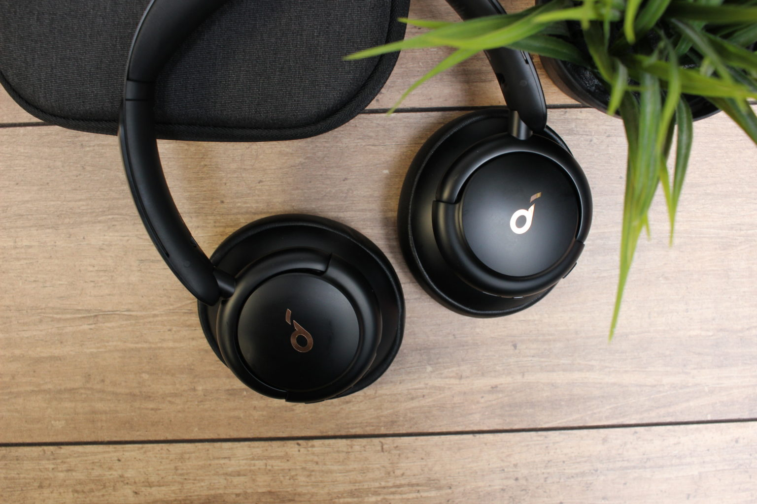 Diseño de los auriculares bluetooth over-ear Soundcore Life Q30