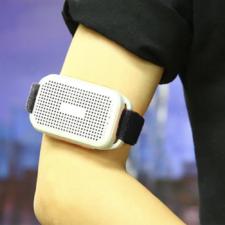 Altavoz de pulsera U6 en el brazo