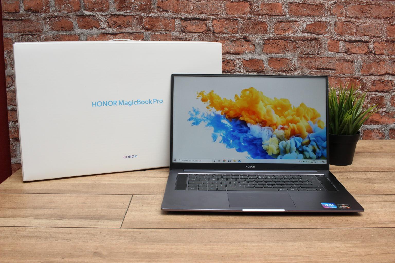 Ordenador portátil Honor MagicBook Pro delante de su caja