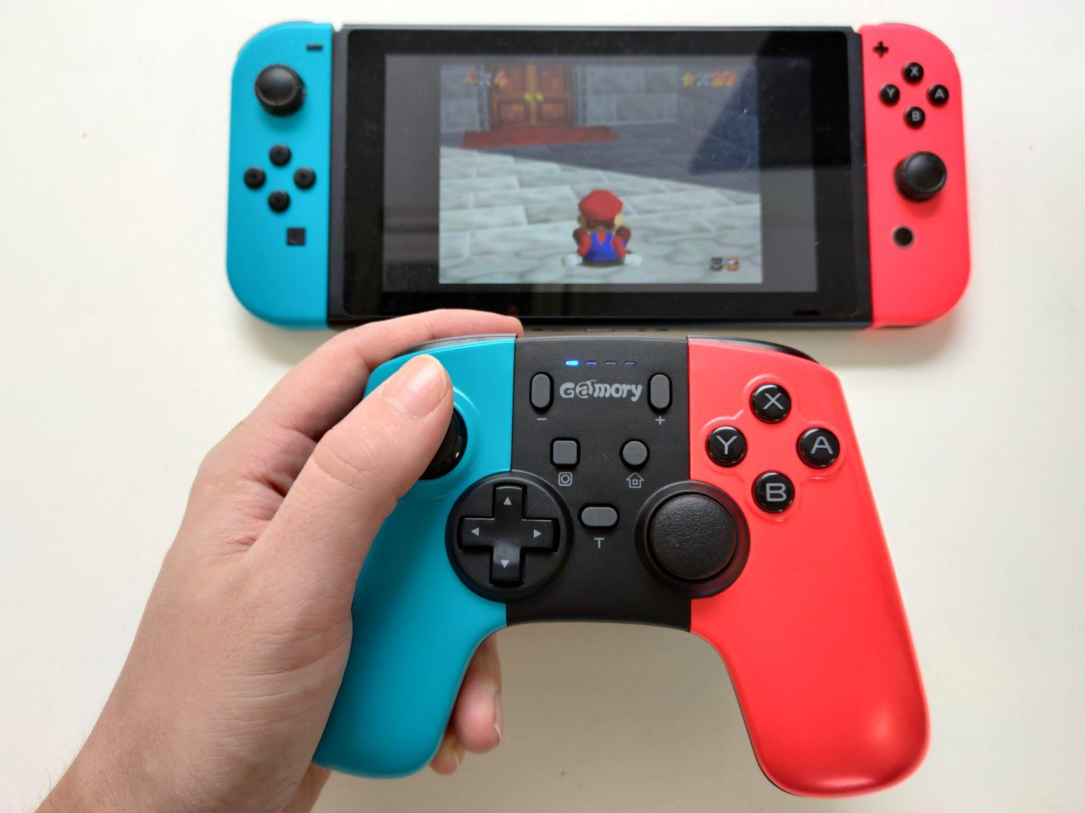 Jugando a Super Mario 3D All Stars con el mando para Nintendo Switch de Gamory